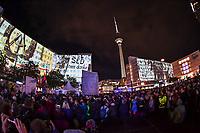 In Berlin haben am Montagabend (04.11.2019) die Feierlichkeiten zum 30. Jubilaeum der friedlichen Revolution in der DDR und des Mauerfalls begonnen. Eroeffnet wurde die Festivalwoche auf dem Alexanderplatz vom Regierenden Buergermeister Michael Mueller (SPD). Dort waren erstmals grossflaechige 3D-Videoprojektionen mit historischen Filmaufnahmen zu den Ereignissen von 1989/1990 zu sehen.<br /> 4.11.2019, Berlin<br /> Copyright: Christian-Ditsch.de<br /> [Inhaltsveraendernde Manipulation des Fotos nur nach ausdruecklicher Genehmigung des Fotografen. Vereinbarungen ueber Abtretung von Persoenlichkeitsrechten/Model Release der abgebildeten Person/Personen liegen nicht vor. NO MODEL RELEASE! Nur fuer Redaktionelle Zwecke. Don't publish without copyright Christian-Ditsch.de, Veroeffentlichung nur mit Fotografennennung, sowie gegen Honorar, MwSt. und Beleg. Konto: I N G - D i B a, IBAN DE58500105175400192269, BIC INGDDEFFXXX, Kontakt: post@christian-ditsch.de<br /> Bei der Bearbeitung der Dateiinformationen darf die Urheberkennzeichnung in den EXIF- und  IPTC-Daten nicht entfernt werden, diese sind in digitalen Medien nach §95c UrhG rechtlich geschuetzt. Der Urhebervermerk wird gemaess §13 UrhG verlangt.]