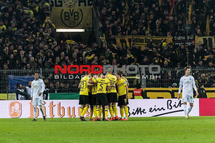 05.02.2019, Signal Iduna Park, Dortmund, GER, DFB-Pokal, Achtelfinale, Borussia Dortmund vs Werder Bremen<br /><br />DFB REGULATIONS PROHIBIT ANY USE OF PHOTOGRAPHS AS IMAGE SEQUENCES AND/OR QUASI-VIDEO.<br /><br />im Bild / picture shows<br />Jubel 1:1, Marco Reus (Dortmund #11) bejubelt seinen Treffer zum 1:1 Ausgleich kurz vor der Halbzeitpause, Julian Weigl (Dortmund #33), Ömer / Oemer Toprak (Dortmund #36), Achraf Hakimi (Dortmund #05), <br /><br />Foto © nordphoto / Ewert