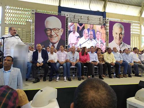 El presidente Medina también hizo alusión a que el PLD tiene la mejor maquinaria con capacidad para llevar la gente a votar en febrero y en mayo.