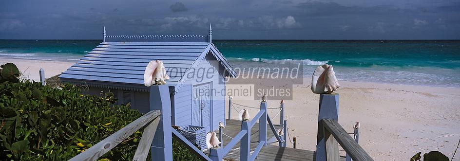 """Iles Bahamas /Ile d'Eleuthera/Harbour Island/Dunmore Town: Le restaurant de plage """"le Blue Bar """" de """"l'Hotel Pink Sand Hotel"""" sur la célèbre plage de Pink Sand et ses sables roses"""