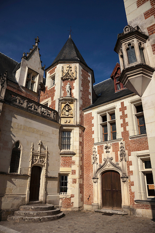 The home of Leonardo da Vinci in Amboise contains models and drawings of this 15th inventor.