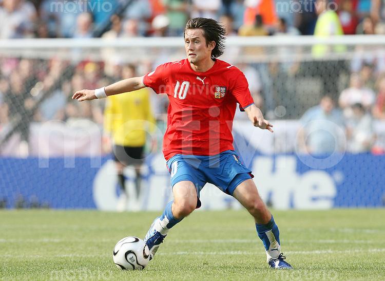 Fussball   WM 2006   Gruppenspiel Vorrunde   Tschechien - Ghana Tomas ROSICKY (CZE), Einzelaktion am Ball