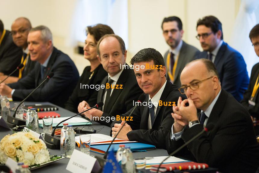 Le premier ministre Manuel Valls, le ministre de l'Int&eacute;rieur Bernard Cazeneuve et le ministre de la Justice Jean-Jacques Urvoas rencontrent le premier ministre belge Charles Michel, le ministre belge de la Justice Koen Geens et le ministre de l'Int&eacute;rieur Jan Jambon pour une r&eacute;union de travail pour renforcer la coop&eacute;ration anti-tierroriste au ch&acirc;teau de Val Duchesse Bruxelles, le 1er f&eacute;vrier 2016. <br /> French Prime Minister Manuel Valls, Minister of the Interior Bernard Cazeneuve, Minister of Justice Jean-Jacques Urvoas, during a meeting with Belgian Prime Minister Charles Michel, Minister of Justice Koen Geens, Vice-Prime Minister and Interior Minister Jan Jambon to discuss about anti-terrorism at the Val Duchesse Castle in Brussels.<br /> Belgium, Brussels, 1st February 2016