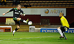 Garry O'Connor scores for Hibs