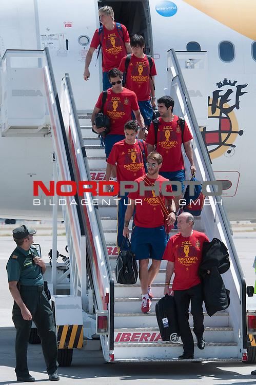 Spanish football team Sergio Ramos, Jesus Navas, Raul Albiol, Alvaro Arbeloa, David Jimenez Silva and Fernando Torres during his arrival at Barajas airport after his victory at Euro 2012..Foto © nph / Ricky) *** Local Caption ***
