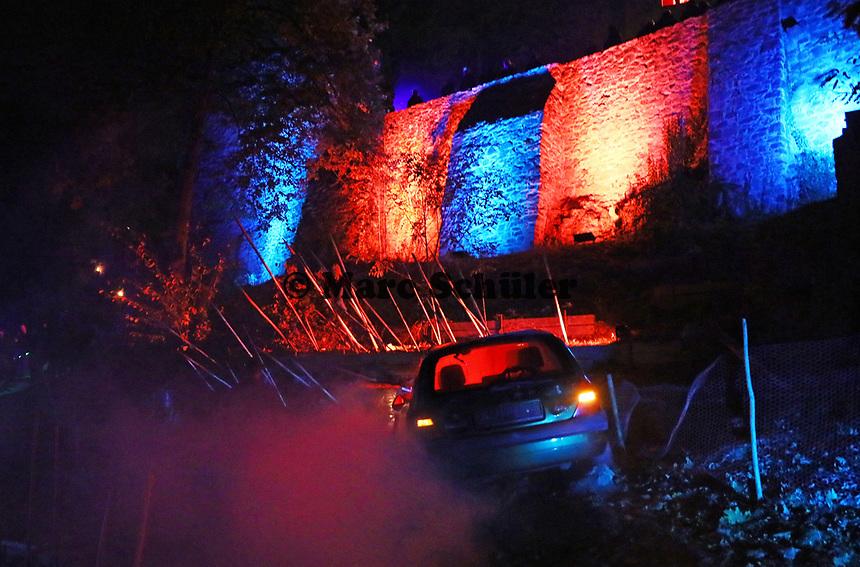 Autounfall bei der Zombie-Apokalypse - Mühltal 03.11.2018: Halloween auf der Burg Frankenstein