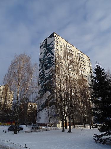 Schwalben Wandmalerei. In Kiew wird mit Wandmalerein versucht die schwierige Lage darzustellen und Hoffnung auf eine bessere Zukunft zu vermitteln.