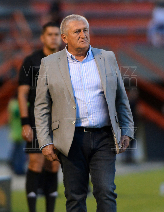 ENVIGADO - COLOMBIA, 15-09-2019: Eduardo Lara, técnico de Envigado F. C., durante partido entre Envigado F. C. y Deportivo Independiente Medellín de la fecha 11 por la Liga Águila II 2019, en el estadio Polideportivo Sur de la ciudad de Envigado. / Eduardo Lara, coach of Envigado F. C., during a match between Envigado F. C., and Deportivo Independiente Medellin of the 11th date  for the Aguila Leguaje II 2019 at the Polideportivo Sur stadium in Envigado city. Photo: VizzorImage / León Monsalve / Cont.