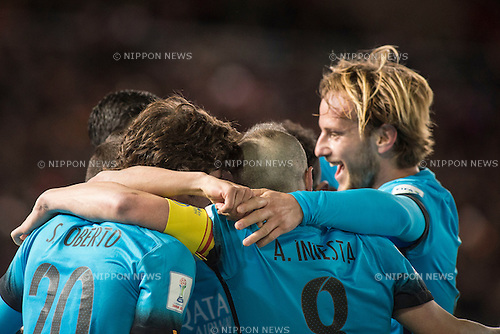 Barcelona team group, DECEMBER 17, 2015 - Football / Soccer : Players of Barcelona celebrates scoring the opening goal by Luis Suarez during the FIFA Club World Cup Japan 2015 semi-final match between FC Barcelona 3-0 Guangzhou Evergrande at Yokohama International Stadium, Kanagawa, Japan. (Photo by Enrico Calderoni/AFLO)