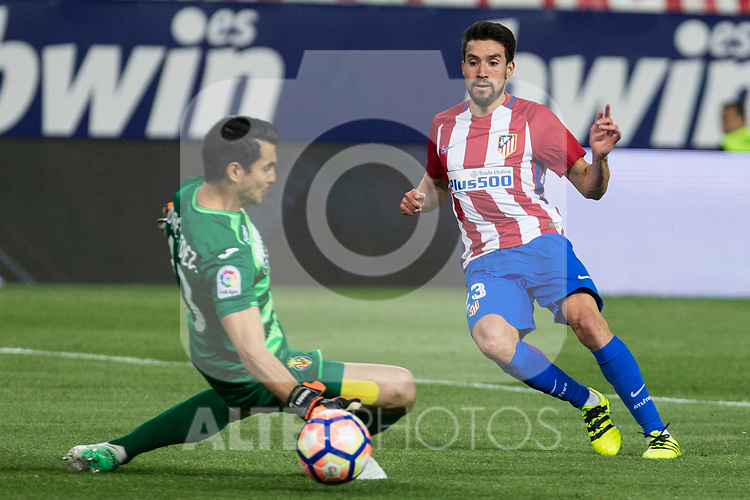 Nico Gaitan of Atletico de Madrid and Andres Fernandez of Villarreal  during the match of La Liga between Atletico de Madrid and Villarreal at Vicente Calderon  Stadium  in Madrid, Spain. April 25, 2017. (ALTERPHOTOS/Rodrigo Jimenez)