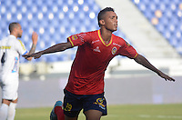 BARRANQUIILLA -COLOMBIA-05-06-2013. Mauro Manotas de Uniauntónoma celebra un gol anotado al Deportivo Pasto durante partido por la fecha 12 de la Liga Postobón II 2014 jugado en el estadio Metropolitano de la ciudad de Barranquilla./ Mauro Manotas player of Uniautonoma celebrates a goal scored to Deportivo Pasto during match valid for the 12th date of the Postobon League II 2014 played at Metropolitano stadium in Barranquilla city.  Photo: VizzorImage/Alfonso Cervantes/STR