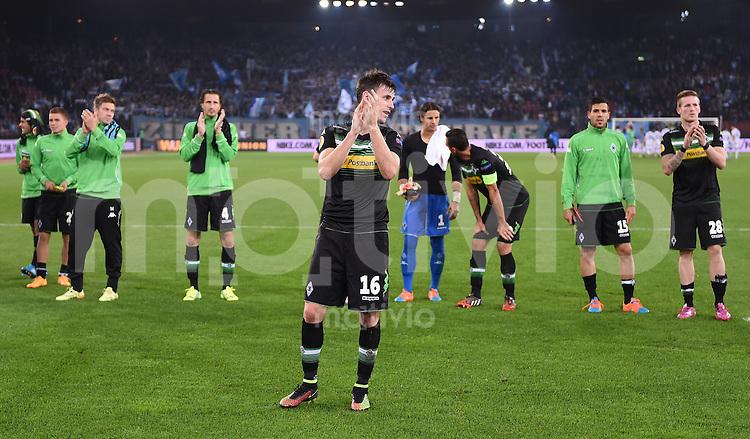 FUSSBALL   INTERNATIONAL   UEFA EUROPA LEAGUE   SAISON 2014/2015 FC Zuerich 1-1 VfL Borussia Moenchengladbach    02.10.2014 Torschuetze Havard Nordtveit (Mitte, Borussia Moenchengladbach) mit dem Dank an die Fans nach dem Spiel