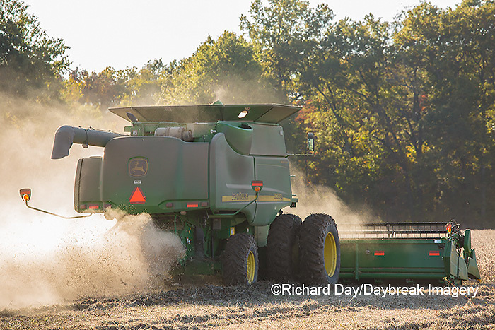 63801-07405 Soybean harvest with John Deere combine in Marion Co. IL