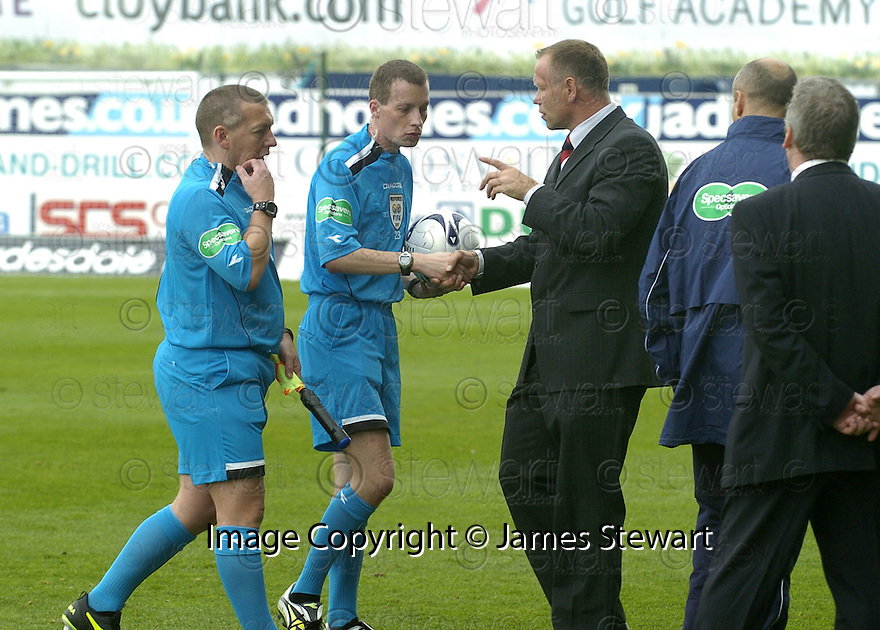 15/09/2007       Copyright Pic: James Stewart.File Name : sct_jspa21_falkirk_v_hibernian.JOHN HUGHES HAS A GO AT THE REFEREE AT THE END OF THE GAME....James Stewart Photo Agency 19 Carronlea Drive, Falkirk. FK2 8DN      Vat Reg No. 607 6932 25.Office     : +44 (0)1324 570906     .Mobile   : +44 (0)7721 416997.Fax         : +44 (0)1324 570906.E-mail  :  jim@jspa.co.uk.If you require further information then contact Jim Stewart on any of the numbers above........