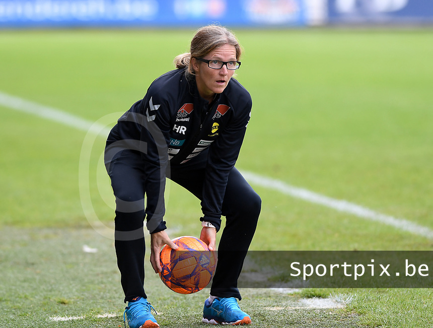 20190813 - DENDERLEEUW, BELGIUM : LSK's head coach Hege Riise pictured in action during the female soccer game between the Greek PAOK Thessaloniki Ladies FC and the Norwegian LSK Kvinner Fotballklubb Ladies , the third and final game for both teams in the Uefa Womens Champions League Qualifying round in group 8 , Tuesday 13 th August 2019 at the Van Roy Stadium in Denderleeuw  , Belgium  .  PHOTO SPORTPIX.BE for NTB   DAVID CATRY