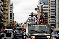 ATENÇÃO EDITOR: FOTO EMBARGADA PARA VEÍCULOS INTERNACIONAIS. SAO PAULO SP, 23 DE SETEMBRO DE 2012. ELEICAO 2012 - CAMPANHA GABRIEL CHALITA. O candidato do PMDB a prefeitura de Sao Paulo, Gabriel Chalita, durante carreata pelas ruas dos bairros da zona oeste da capital paulista. O candidato percorreu as ruas do Ibirapuera, Pinheiros e as avenidas Paulista, Rebouças e Faria Lima. FOTO ADRIANA SPACA/BRAZIL PHOTO PRESS
