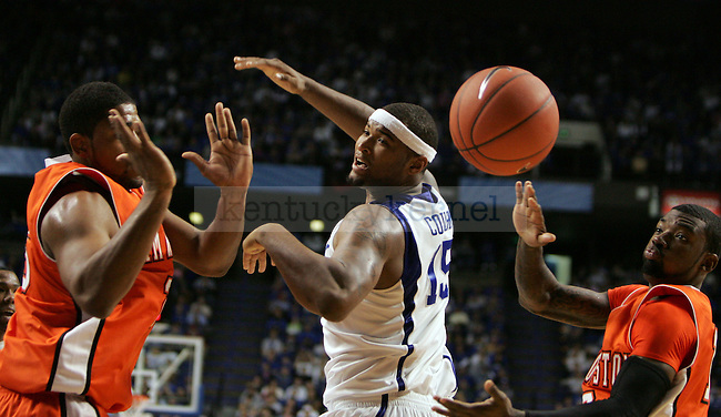 UK plays Sam Houston State in the first half at Rupp Arena on Thursday, Nov. 19, 2009. Photo by Britney McIntosh | Staff