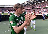 Fussball 1. Bundesliga   Saison  2012/2013   34. Spieltag   1. FC Nuernberg - SV Werder Bremen       18.05.2013 Clemens Fritz (SV Werder Bremen) mit Dank an die mitgereisten Werder Fans