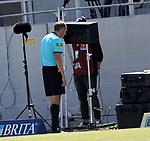 nph00250:  17.05.2020, Brita-Arena, Wiesbaden, GER, 2.FBL, Wehen-Wiesbaden vs VfB Stuttgart 17.05.2020 , <br /> Nur für journalistische Zwecke!<br /> <br /> Gemäß den Vorgaben der DFL Deutsche Fußball Liga ist es untersagt, in dem Stadion und/oder vom Spiel angefertigte Fotoaufnahmen in Form von Sequenzbildern und/oder videoähnlichen Fotostrecken zu verwerten bzw. verwerten zu lassen. <br /> <br /> Only for editorial use! <br /> <br /> DFL regulations prohibit any use of photographs as image sequences and/or quasi-video..<br /> im Bild<br /> Sascha Stegemann (Schiedsrichter) entscheidet per VAR auf Elfmeter <br /> Foto: Robin Rudel/Pressefoto Rudel/Pool/via nordphoto/Bratic