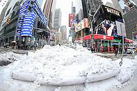 NEW YORK, NY - 09.02.2017 - NEVE-NEW YORK - Primeira tempestade de neve de 2017 é vista na Times Square na cidade de New York nos Estados Unidos nesta quinta-feira, 09. (Foto: William Volcov/Brazil Photo Press)