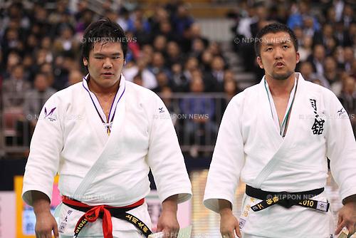 (L to R) Daiki Kamikawa, Keiji Suzuki, APRIL 2, 2011 - Judo : All Japan Selected Judo Championships Men's +100kg at Fukuoka Convention Center, Fukuoka, Japan. (Photo by YUTAKA/AFLO SPORT) [1040].