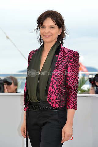 Juliette Binoche at the Photocall &acute;Ma Loute` - 69th Cannes Film Festival on May 13, 2016 in Cannes, France.<br /> CAP/LAF<br /> &copy;Lafitte/Capital Pictures /MediaPunch ***NORTH AND SOUTH AMERICA ONLY***