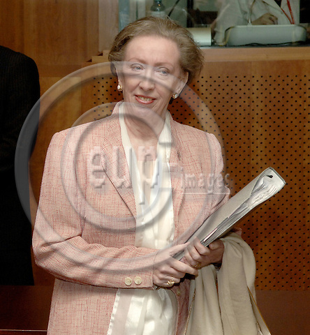 Brussels-Belgium - 16 June 2006---European Council, second day of the summit; here, Margaret BECKETT, Secretary of State for Foreign and Commonwealth Affairs of the United Kingdom, enters the meeting room---Photo: Horst Wagner/eup-images