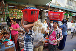 Carrying Items On Head, Gyee Zai Market