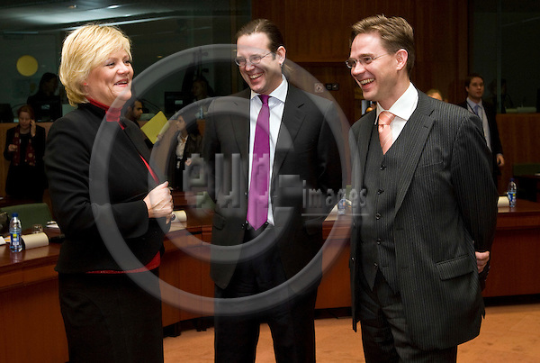 BRUSSELS - BELGIUM - 13 NOVEMBER 2007 -- EU-Council meeting on Economic and Financial Affairs. -- Kristin HALVORSEN, Finance Minster of Norway with Anders BORG, Finance Minister of Sweden and Jyrki KATAINEN (Ri), the Finance Minister of Finland. -- PHOTO: JUHA ROININEN / EUP-IMAGES