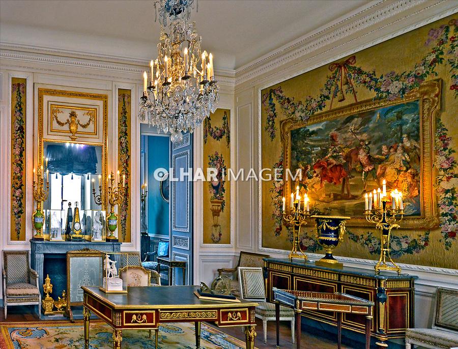 Mobilia e objetos de arte da realeza no Museu do Louvre. Paris. França. 2016. Foto de Juca Martins