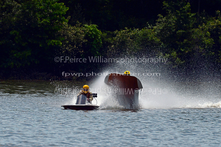 Frame 5: 40-M rides up the rooster tail of 20-M    (Outboard Hydroplane)