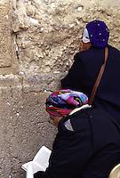ISRAELE - Gerusalemme - ..Muro del Pianto  - Zona riservata alle donne, due donne pregano