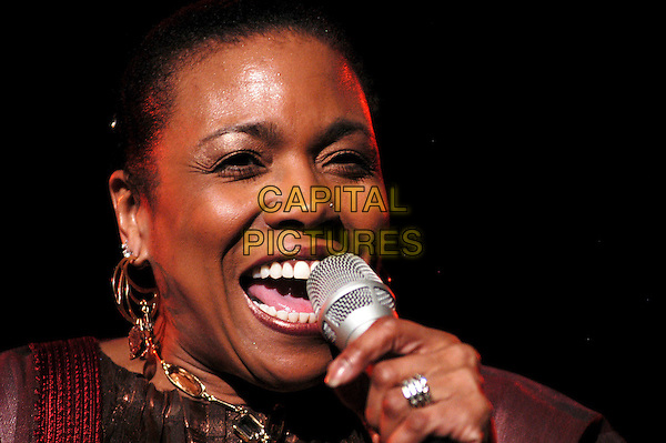 "DEE DEE BRIDGEWATER.Performs in concert - ""Malian Project"".Auditorium Parco Della Musica,.Rome, Itlay, 19th November 2006..portrait headshot music concert gig live on stage .CAP/CAV.©Luca Cavallari/Capital Pictures."