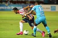 BARRANQUIILLA - COLOMBIA, 28-02-2020: Marlon Piedrahita del Junior disputa el balón con Wilder Guisao de Jaguares durante partido por la fecha 7 de la Liga BetPlay DIMAYOR I 2020 entre Atlético Junior y Jaguares de Córdoba jugado en el estadio Metropolitano Roberto Meléndez de la ciudad de Barranquilla. / Marlon Piedrahita of Junior struggles the ball with Wilder Guisao of Jaguares during match for the date 7 as part of BetPlay DIMAYOR League I 2020 between Atletico Junior and Jaguares de Cordoba played at Metropolitano Roberto Melendez stadium in Barranquilla city.  Photo: VizzorImage / Alfonso Cervantes / Cont