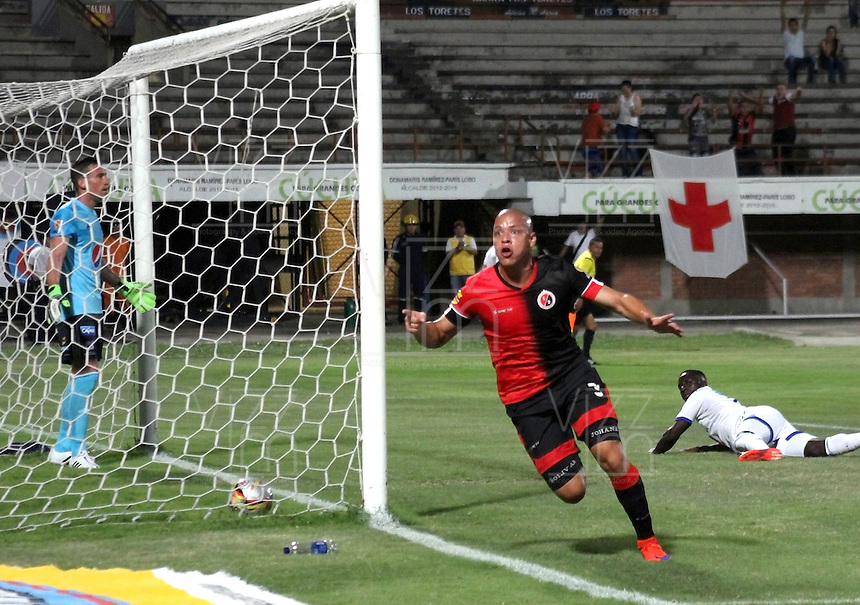 CUCUTA - COLOMBIA -31 -07-2015: Gustavo Bolivar, jugador de Cucuta Deportivo celebran el gol anotado a Millonarios, durante partido entre Cucuta Deportivo y Millonarios, por la fecha 4 de la Liga Aguila II-2015, jugado en el estadio General Santander de la ciudad de Cucuta.  / Gustavo Bolivar,  player of Cucuta Deportivo celebrates a scored goal to Millonarios, during a match between Cucuta Deportivo and Millonarios, for the date 4 of the Liga Aguila II-2015 at the General Santander Stadium in Cucuta city, Photo: VizzorImage / Manuel Hernandez/ Cont. (Mejor Calidad disponibles /Best Quality available)