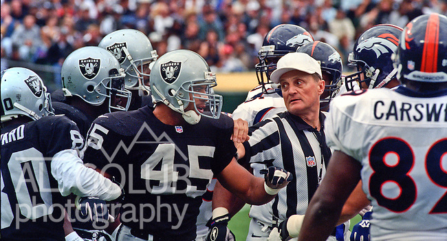 Oakland Raiders vs. Denver Broncos at Oakland Alameda County Coliseum Sunday, October 19, 1997.  Raiders beat Broncos  28-25.  Oakland Raiders running back Tim Hall (45).