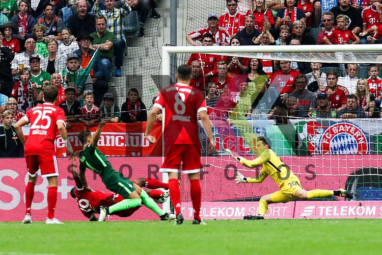Bremens Michael Zetterer (Nr.30) mit einer Parade beim Telekom Cup 2017 Bayern Muenchen - Werder Bremen.<br /> <br /> Foto &copy; PIX-Sportfotos *** Foto ist honorarpflichtig! *** Auf Anfrage in hoeherer Qualitaet/Aufloesung. Belegexemplar erbeten. Veroeffentlichung ausschliesslich fuer journalistisch-publizistische Zwecke. For editorial use only.