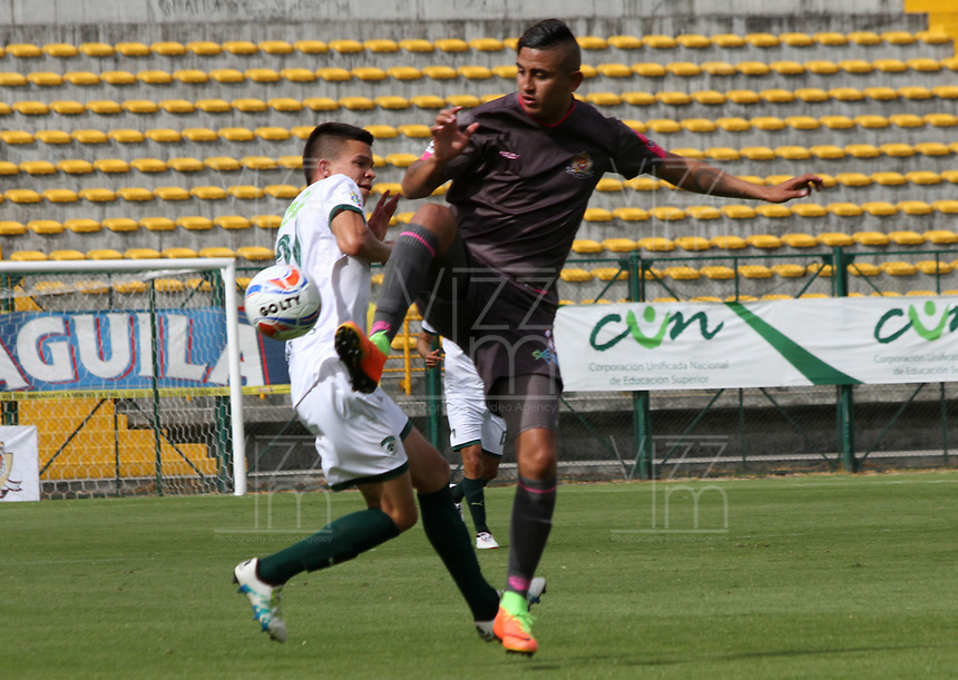 BOGOTA - COLOMBIA - 23 - 09 - 2017:Jerson Malagon (Der.) jugador de Tigres FC disputa el balón conWalmer  Pacheco (Izq.) jugador de La Equidad  durante partido entre Tigres y Equidad,  por la fecha 13 de la Liga Aguila II-2017, jugado en el estadio Metropolitano de Techo de la ciudad de Bogota. / Jerson Malagon (R) player of Tigres FC fights the ball agaisnt of Walmer  Pacheco(L)  player of La Equidad during a match between Tigres and Equidad, for the  date 13nd of the Liga Aguila II-2017 at the Metropolitano de Techo Stadium in Bogota city, Photo: VizzorImage  /Felipe Caicedo / Staff.