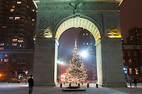 Washington Square, Arch, Christmas tree, christmastime, snow, snowstorm, NYC, New York CIty, night, weather, USA, North America, United States