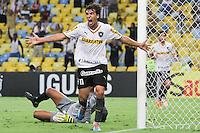 RIO DE JANEIRO, 27.04.2014 - Zeballos do Botafogo comemora seu gol, o empate do time carioca, no jogo contra Internacional disputado neste domingo no Maracanã. (Foto: Néstor J. Beremblum / Brazil Photo Press)