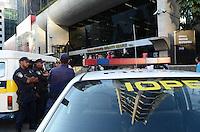 SAO PAULO, 06 DE AGOSTO DE 2012 - APREENSAO BOULEVARD MONTI MARE - Apos fiscalizacao feita pela Policia metropolitana alguns boxes do shopping Boulevard Monti Mare foram fechados e um teve mercadorias apreendidas por irregularidades, na tarde desta segunda feira, na Avenida Paulista, regiao central da capital. FOTO: ALEXANDRE MOREIRA - BRAZIL PHOTO PRESS