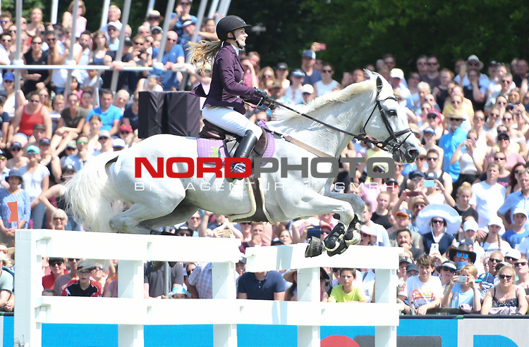 02.06.2019,  GER;  Deutsches Spring- und Dressur-Derby, 90. Deutsches Spring-Derby, im Bild Christina Thomas  (GER) auf Caddie   Foto © nordphoto / Witke *** Local Caption ***