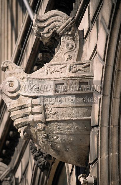 Europe/France/Provence-ALpes-Côte d'Azur/13/Bouches-du-Rhône/Marseille: Navires sculptés sur la façade de la chambre de commerce et musée de la marine édifié par l'architecture Pascal Coste et inauguré par Napoléon III en 1860