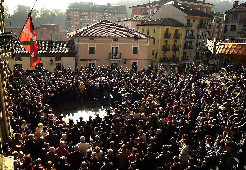 Protest after two basque policemen was killed by ETA in Beasain.<br /> Photo-Argazkia: Ander Gillenea