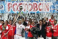 BOGOTA -COLOMBIA, 21-DICIEMBRE-2014. Jugadores del Independiente Santa Fe  levantan la copa que los acredita como campeones de La Liga Postobon 2014-II del futbol colombiano primera division al vencer al Independiente Medellin en partido de la final vuelta jugado en el estadio Nemesio Camacho El Campin de Bogota . /  Independiente Santa Fe  players lift the cup that accredits them as champions of La Liga Postobon II 2014-Colombian first division soccer to win at Independiente Medellin in the final round match played at the  Nemesio Camacho El Campin  stadium in Bogota . Photo / VizzorImage / Felipe Caicedo  / Staff