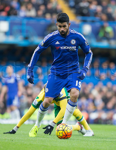 21.11.2015. Stamford Bridge, London, England. Barclays Premier League. Chelsea versus Norwich City. Chelsea forward Diego Costa on the attack with the ball.