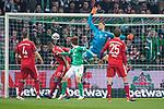 01.12.2018, Weser Stadion, Bremen, GER, 1.FBL, Werder Bremen vs FC Bayern Muenchen, <br /> <br /> DFL REGULATIONS PROHIBIT ANY USE OF PHOTOGRAPHS AS IMAGE SEQUENCES AND/OR QUASI-VIDEO.<br /> <br />  im Bild<br /> <br /> 1 zu 1 durch Yuya Osako (Werder Bremen #08) gegen Manuel Neuer (FC Bayern Muenchen #01) <br /> Thomas M&uuml;ller / Mueller (FC Bayern Muenchen #25)<br /> Niklas S&uuml;le / Suele (FC Bayern Muenchen #04)<br /> <br /> Foto &copy; nordphoto / Kokenge