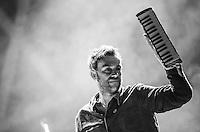 CIUDAD DE MEXICO, D.F. 12 de octubre.- Daemon Albarn a en el segundo día del Corona Capital en el Autódromo Hermanos Rodríguez de la Ciudad de México, el el 12 de octubre de 2014.  FOTO: ALEJANDRO MELENDEZ