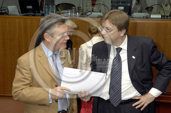 Brussels-Belgium - 21 June 2007---European Council, first day of the summit under German Presidency; here, Prime Minister Guy VERHOFSTADT (ri), with Karel de GUCHT (le), Minister for Foreign Affairs of Belgium---Photo: Horst Wagner/eup-images