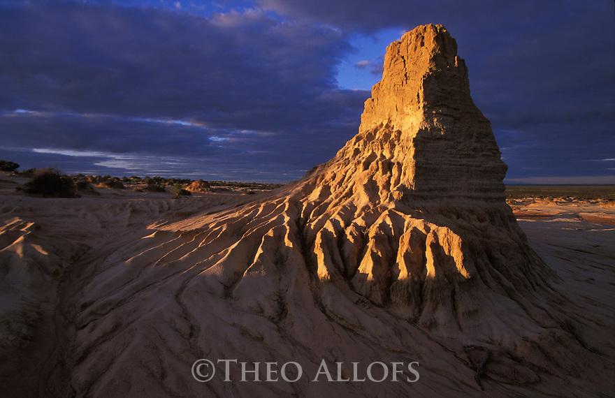 "Australia, NSW, Mungo National Park; ""Great Wall Of China"" erosion forms at sunrise"